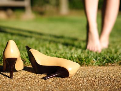 UnkSharp-high-heels-springtime-girl-feet-relax-no-shoes-green-grass-S